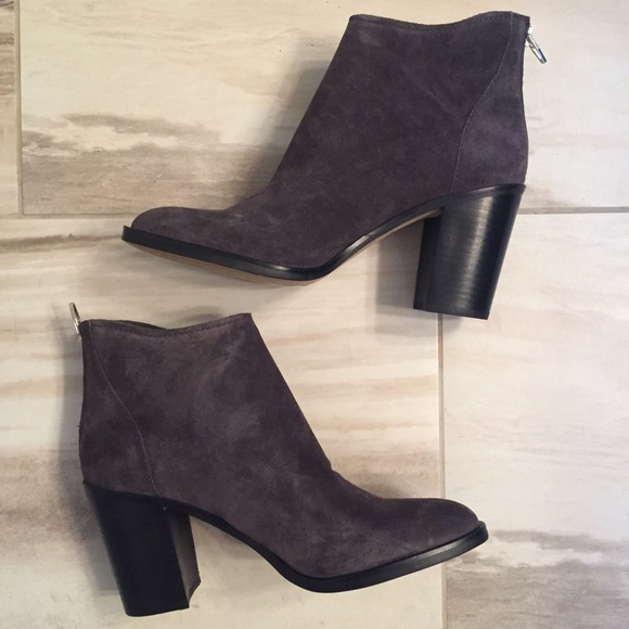 New In Box Womens Dolce Vita Stevie Black Suede Ankle Boots